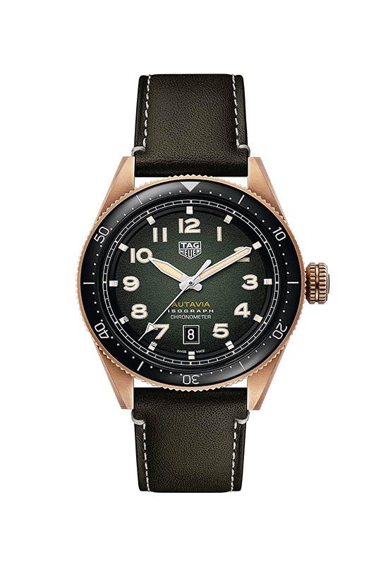 TAG HEUER Autavia Isograph,錶殼:青銅材質/錶徑42mm/陶瓷錶圈,機芯:Calibre 5自動上鍊/振頻每小時28,800次/儲能38小時/天文台認證,功能:大三針/日期,防水:100米,定價:141,300元。