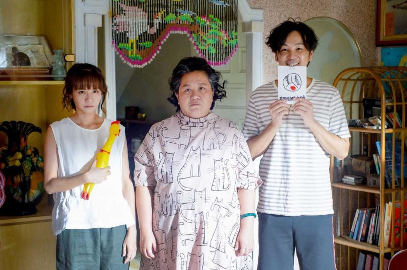 鍾欣凌(中)與黃姵嘉(左)、張書偉(右)將在《我的婆婆》中試圖重振餅店。(圖/公視提供)