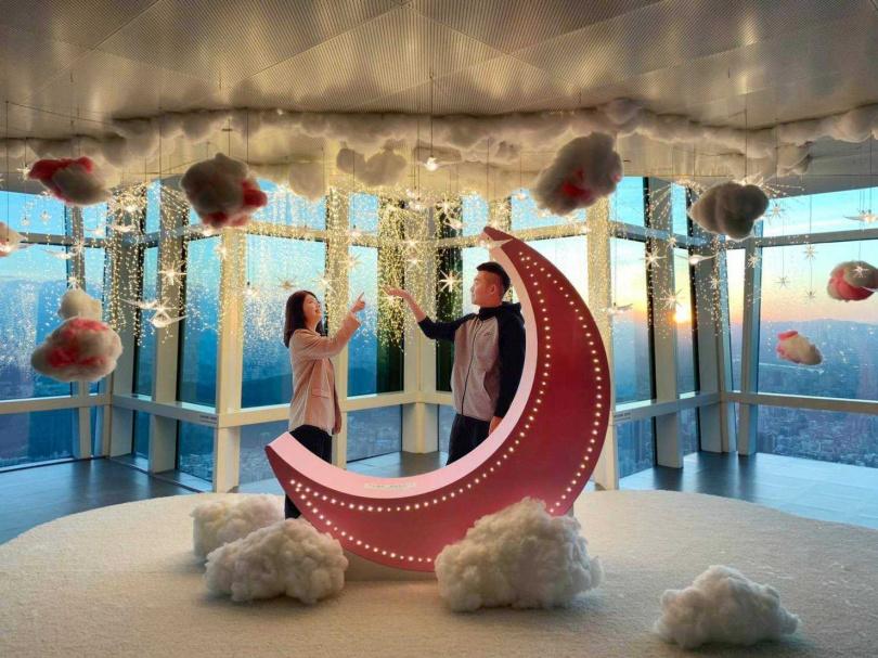 台北101的89樓觀景台最新設置的浪漫戀愛打卡點。