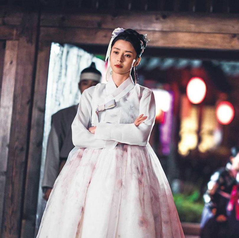 女主角權娜拉和金明洙同月同日生,兩人雖是第一次合作演古裝劇,但相當有默契。(圖/愛奇藝國際站提供)