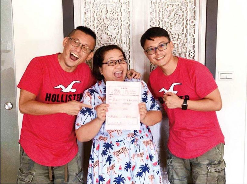 蔡意欽有許多藝人朋友,學姐鍾欣凌也見證他與另一半的愛情。(圖/蔡意欽提供)