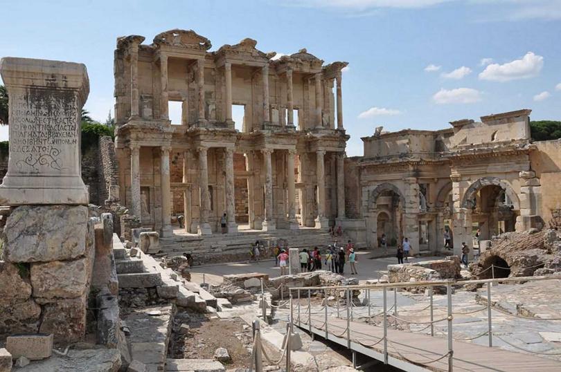 線上遊玩希臘羅馬古跡城「以弗所古城」。(圖/KLOOK)