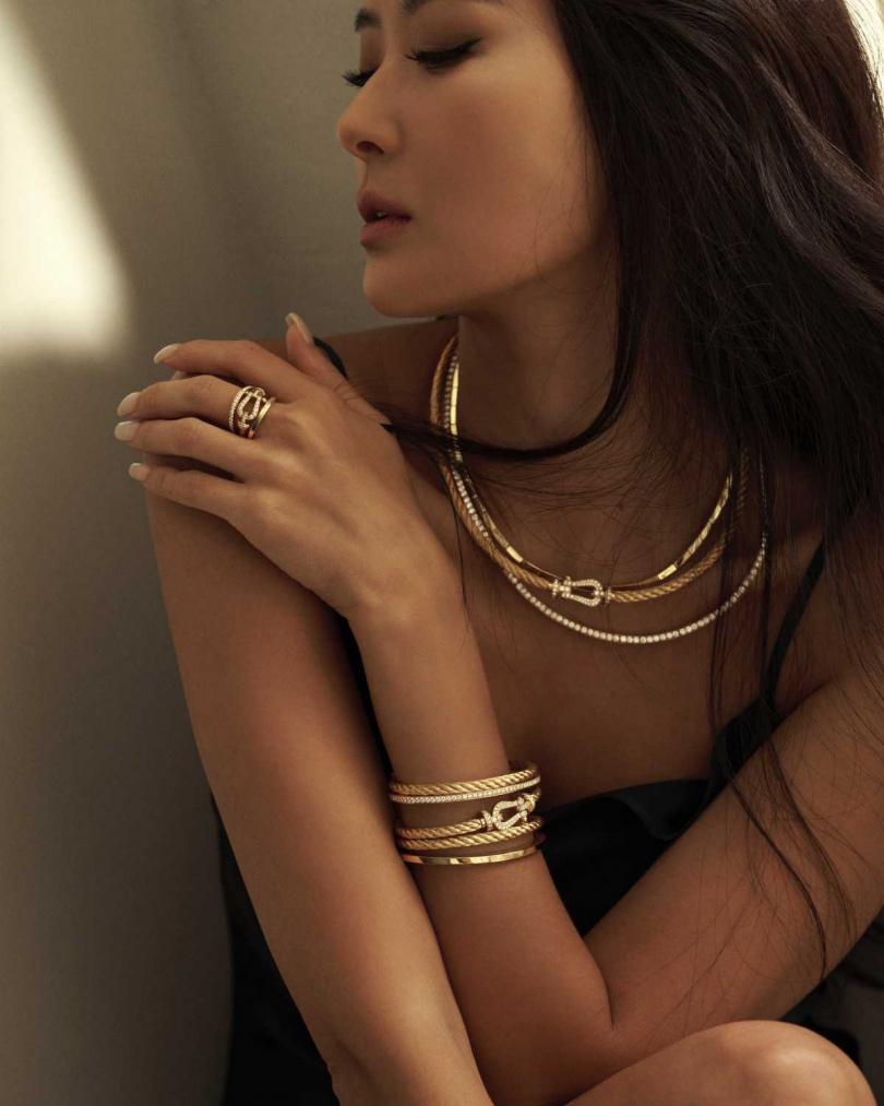 時尚名媛孫芸芸,優雅詮釋FRED「Force 10」系列高級珠寶的優雅風情。(圖╱FRED提供)