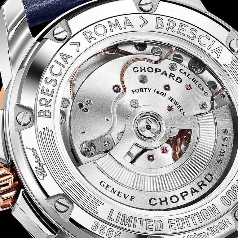 藍寶石水晶錶底蓋的精鋼環圈上,點綴Mille Miglia千里賽「Brescia > Roma > Brescia」銘文。