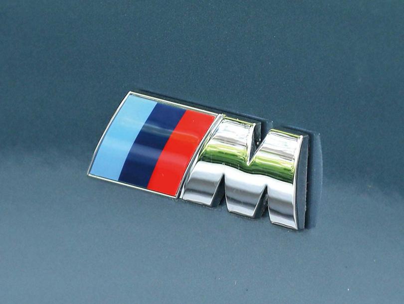 採用M款空力套件的840i Gran Coupe,掛上BMW M的Logo後更具賽車魂。(圖/王永泰攝)