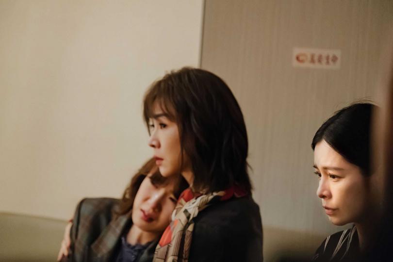 徐若瑄與謝盈萱、孫可芳戲裡戲外都有好感情。(圖/威視提供)