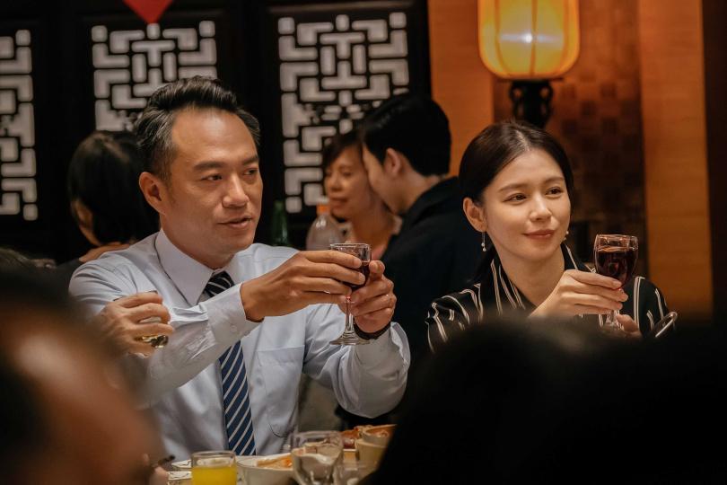 徐若瑄飾演的阿瑜兼顧家庭與工作,責任心強烈。(圖/威視提供)