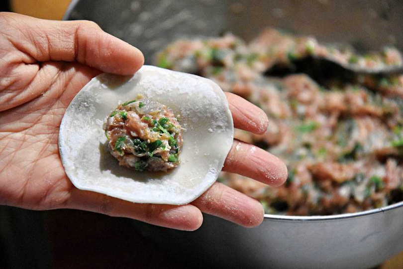 薺菜料理中,最常見的就是做成餃子與餛飩餡兒。(圖/游惠玲提供)