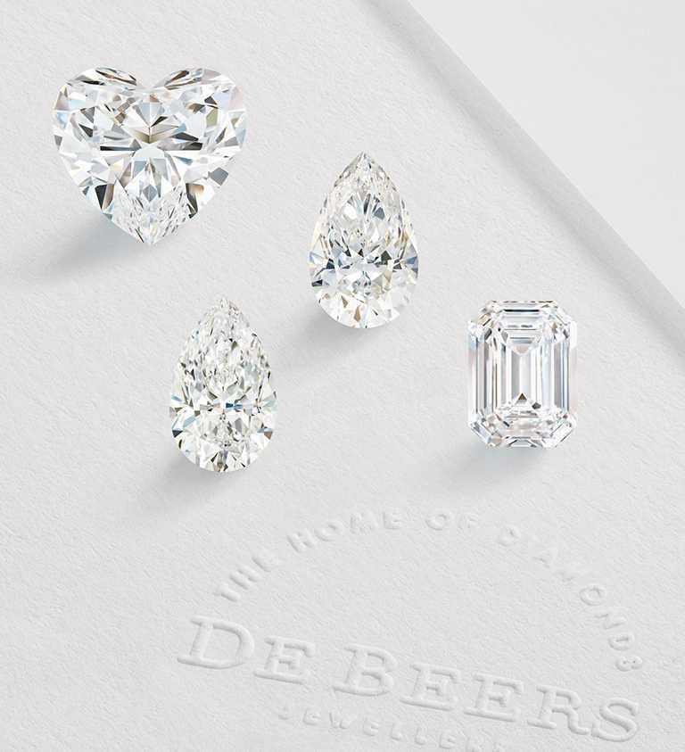 DE BEERS「The 1888 Master Diamonds」系列拋光美鑽,包含一對10.31克拉梨形切割、一顆10.1克拉祖母綠式切割,以及一顆18.03克拉心形切割美鑽,皆由一顆開採自波札那的129.71克拉鑽石原石雕琢而成。(圖╱DE BEERS提供)