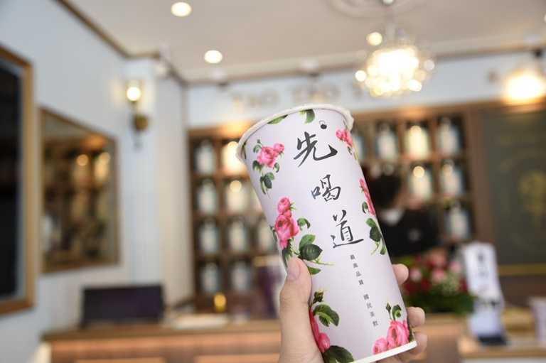 明星茶品「英式玫瑰鮮奶拿鐵」自成立以來銷售突破百萬杯,也是這次買一送一的人氣飲品。