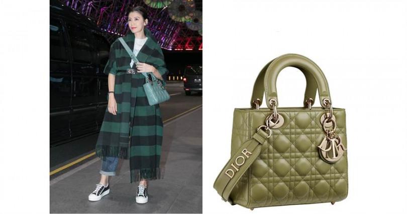 賈靜雯身上揹的同款不同色迪奧My ABCDior橄欖綠籐格紋小羊皮提包搭配客製化掛飾背帶,售價都是120,000元。(圖/品牌提供)
