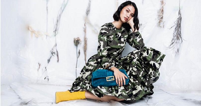 Miu Miu 迷彩洋裝/價格店洽 Fendi Baguette藍色麂皮手袋/價格店洽 黃色磨砂革短靴/價格店洽