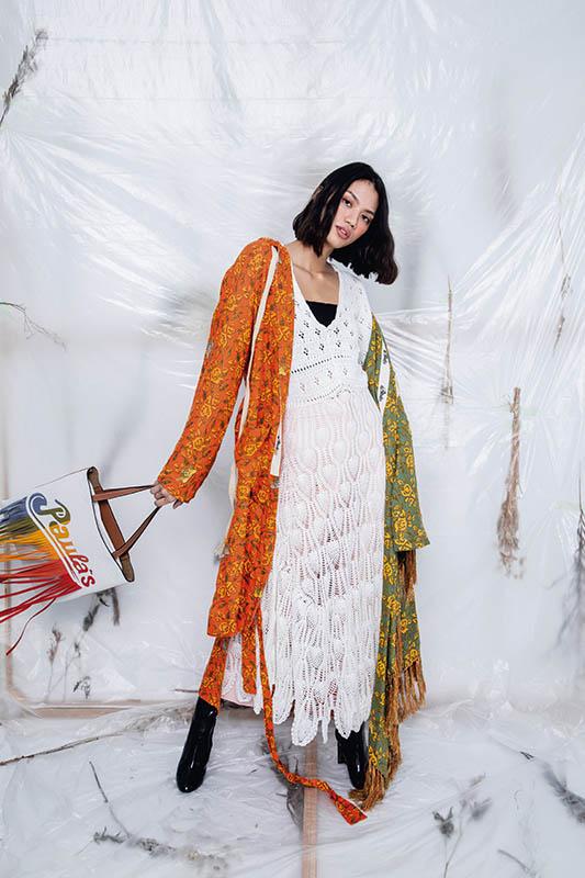Loewe Paula Crochet Dress洋裝/74,000元 Paula Print Hooded Coat外套/88,000元 Paula's Vertical Tote包包/74,000元 Sandro Matching 7/8-Length TailoredPants褲子/價格店洽 Louis Vuitton Silhouette短靴/44,500元