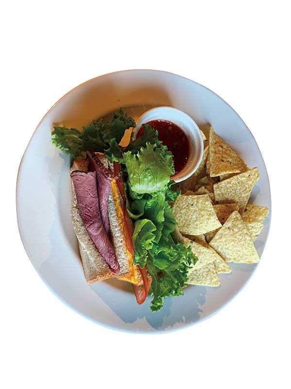 「Dave & Jess大衛潔希」的餐點調味單純,表現最自然的食材風味。(煙燻牛肉三明治/220元)(圖/官其蓁攝)