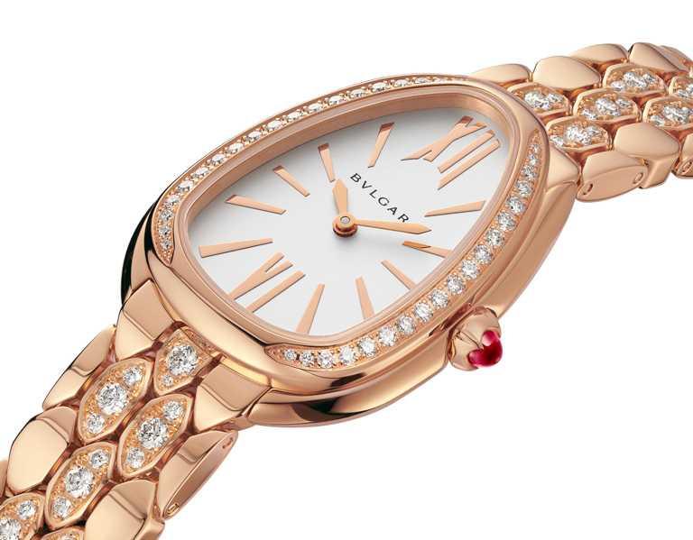 BVLGARI「Serpenti Seduttori系列」玫瑰金鑲鑽腕錶,18K玫瑰金錶殼,錶徑33mm,鑽石155顆╱1,217,000元(圖╱BVLGARI提供)