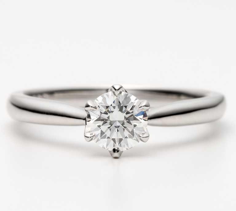 銀座白石「White Lily」訂婚鑽戒╱戒台24,000元起。(圖╱銀座白石提供)