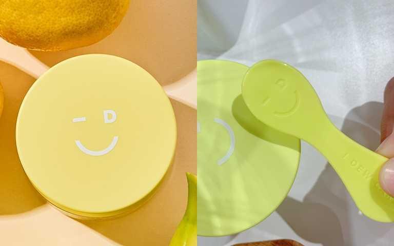 招牌的笑臉圖案不只出現在瓶蓋上,連刮勺也有,一邊保養一邊幫自己打氣補充活力。(圖/品牌提供、吳雅鈴攝影)