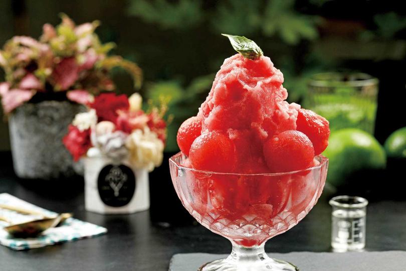 「西瓜冰霜佐自製羅勒糖水」的西瓜甘甜味,與羅勒的清香十分合拍。(120元)(圖/于魯光攝)