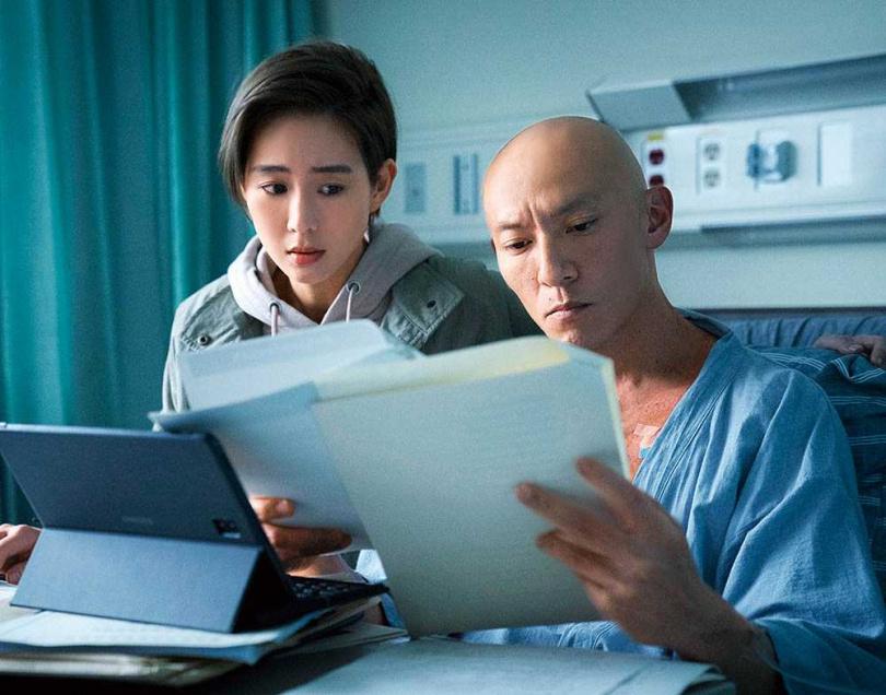 張震在《緝魂》中拖著病體,與妻子張鈞甯一起辦案。(圖/威視提供提供)