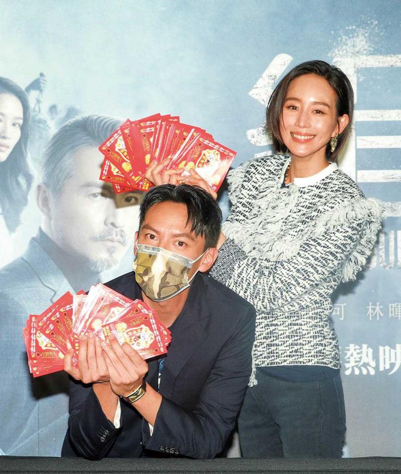 張鈞甯與張震在年前勤跑戲院宣傳,希望在賀歲檔衝出好票房。(圖/報系資料照)