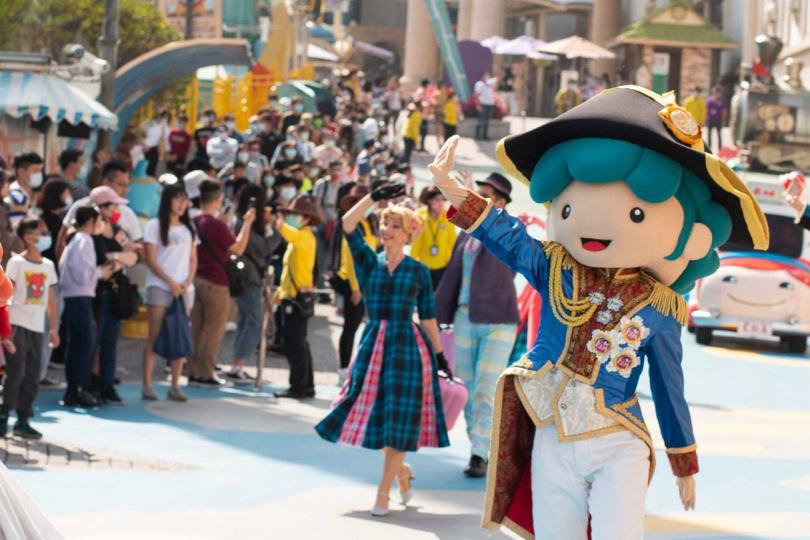 義大遊樂世界今年新春推出全新遊行「牛仔大冒險」。