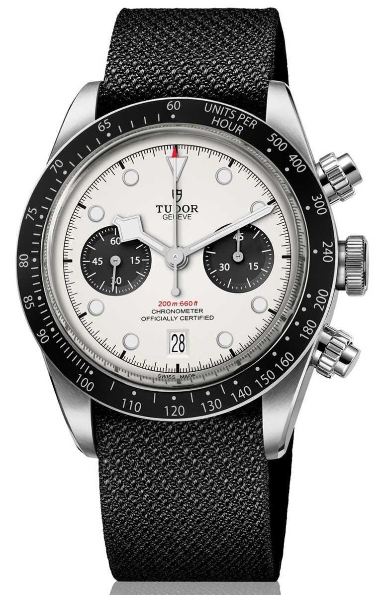 TUDOR「Black Bay Chrono碧灣計時」型腕錶,蛋白色面盤、織紋錶帶款╱155,000元。(圖╱TUDOR提供)