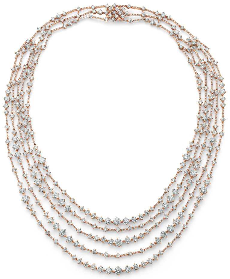 DE BEERS「Arpeggia」系列高級珠寶,18K玫瑰金五行鑽石項鍊,鑽石總重約32.4克拉╱5,550,000元。(圖╱DE BEERS提供)