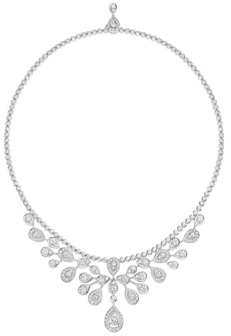 CHAUMET「Josephine」系列高級珠寶,Aigrette Imperiale 18K白金項鍊,鋪鑲明亮式切割鑽石。(圖╱CHAUMET提供)