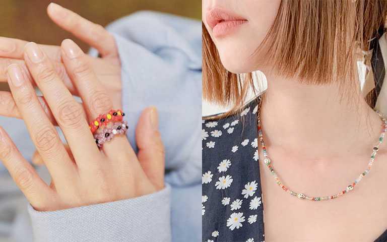 串珠的戒指跟項鍊也很推薦入手,簡單就能替穿搭加分。(圖/stylenanda.com)