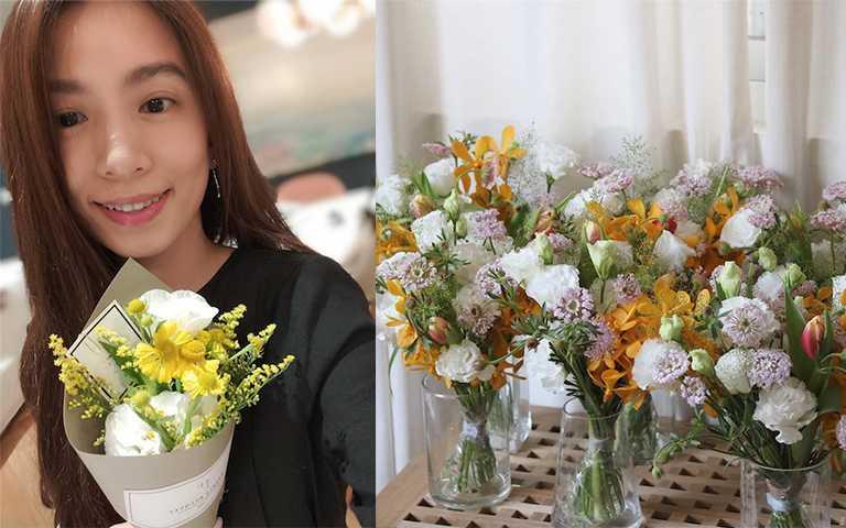 號稱最不喜歡自拍的女星HEBE,收到花束就燃起少女心,在IG上分享給粉絲療癒日常。(圖/hebe_tien_0330 IG,yiyuflorist IG)
