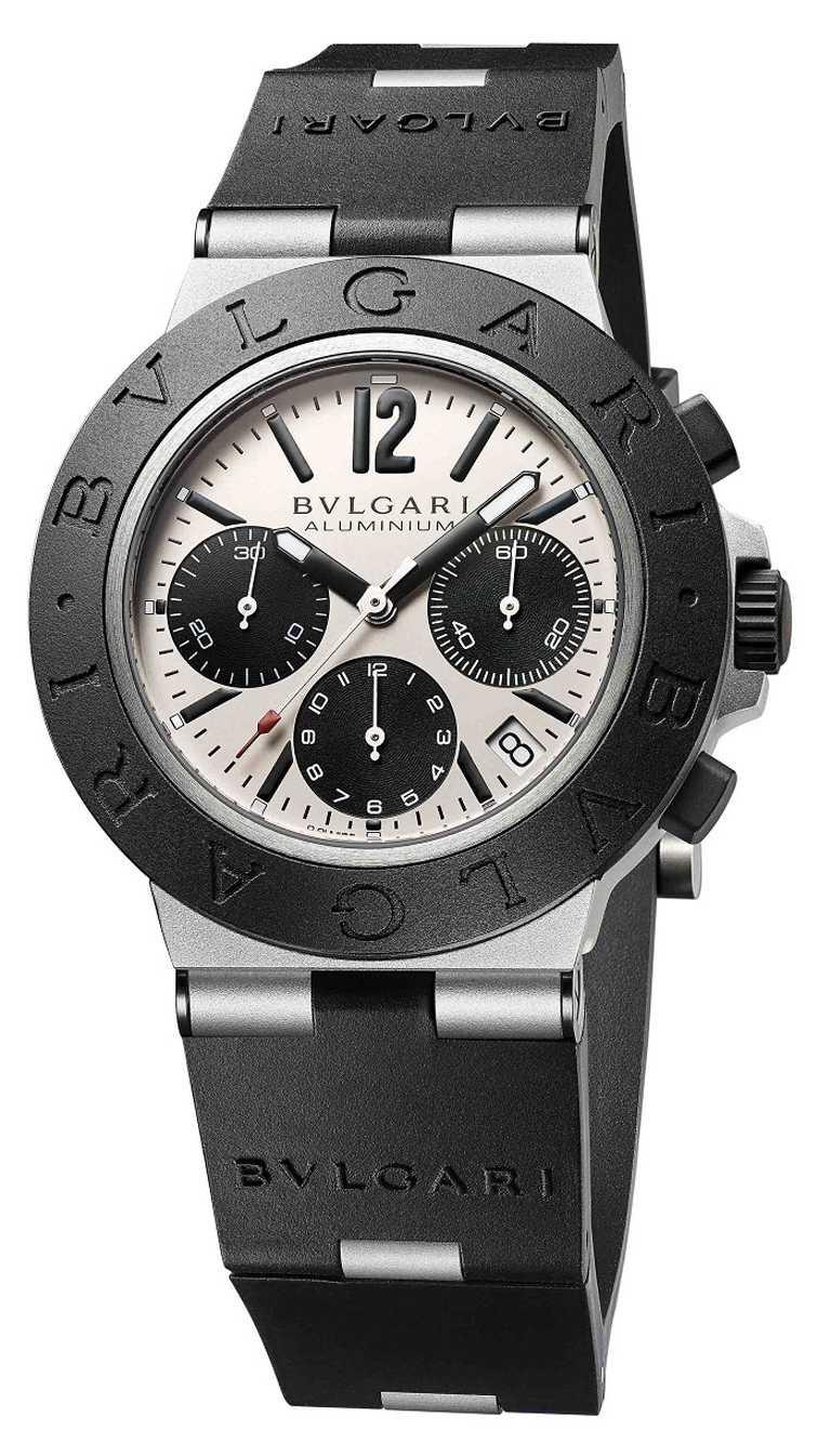 BVLGARI「ALUMINIUM」系列,鋁合金計時腕錶╱40mm,鋁合金錶殼,暖灰色錶盤,B77型自動上鏈機芯╱131,600元(圖╱BVLGARI提供)