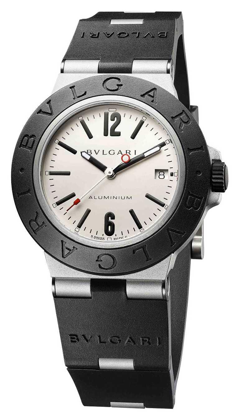 BVLGARI「ALUMINIUM」系列,自動上鏈鋁合金腕錶╱40mm,鋁合金錶殼,暖灰色錶盤,B130型自動上鏈機芯╱91,400元(圖╱BVLGARI提供)