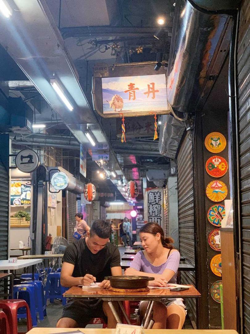 「青丹扎西」有著台灣少見的異國串烤、羊排炕鍋等藏式美味。