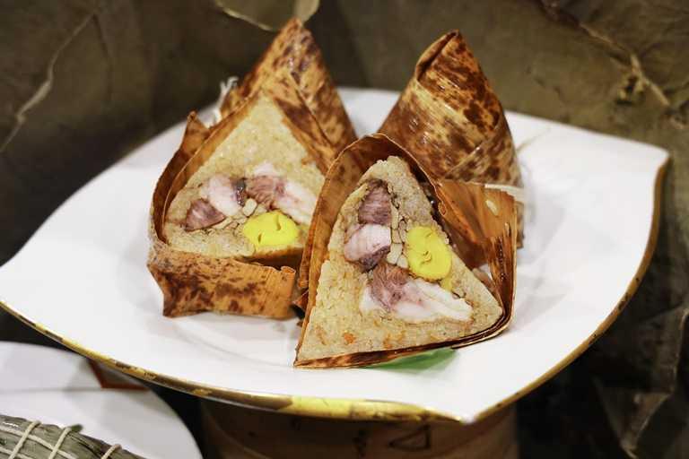 「紅酒野菇牛排粽」搭配足足有160克的牛肋排,讓消費者有享用西餐的感覺。