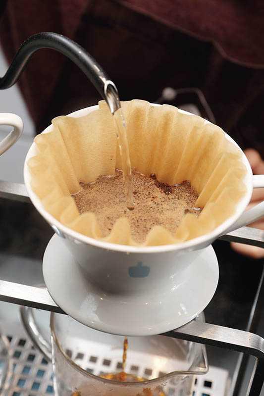 使用Blue Bottle咖啡豆手沖「防彈咖啡」,溫和不心悸,醒腦無負擔(180元)。(圖/于魯光攝)