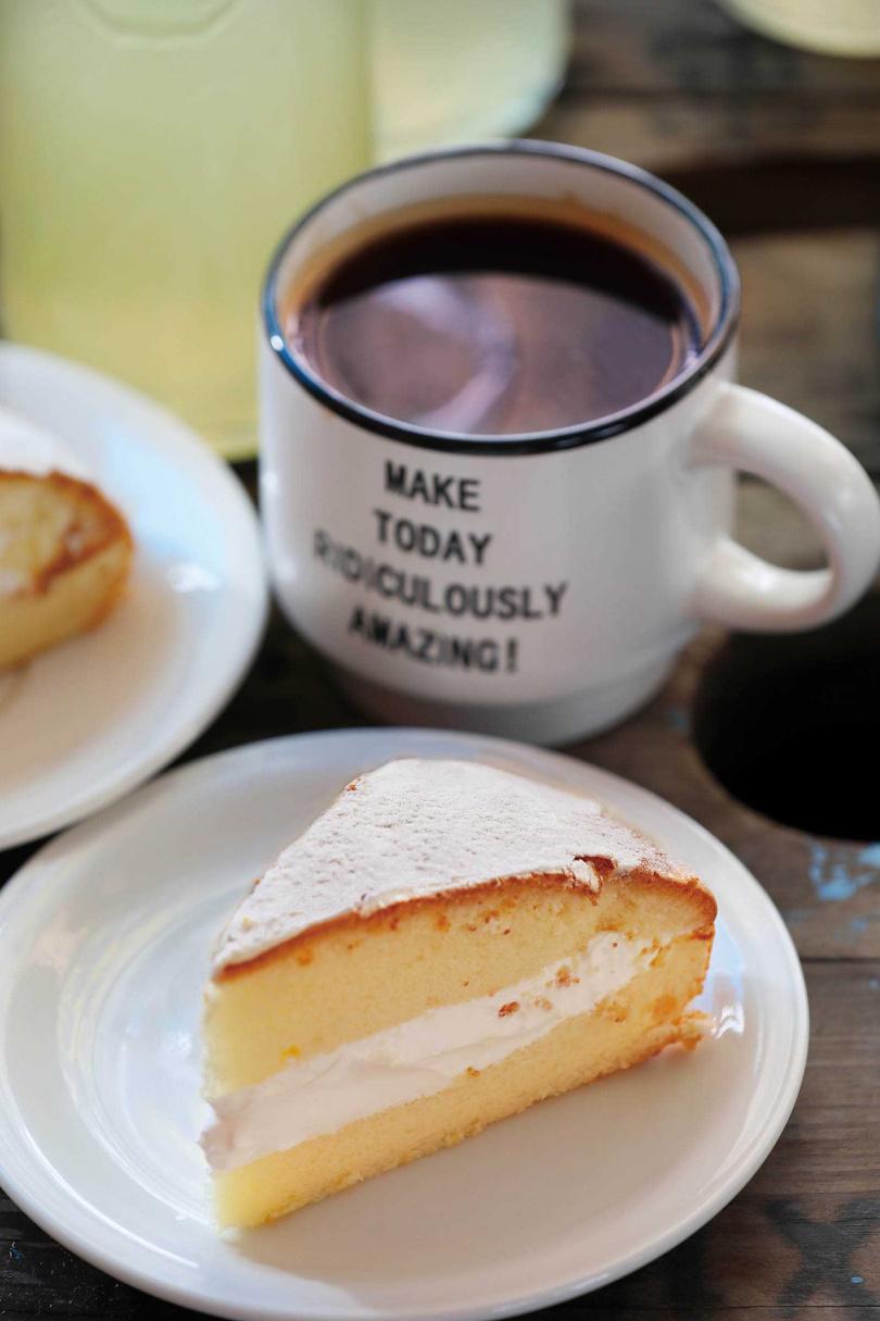 老闆娘手作的「波士頓派」甜而不膩,頗受客人喜愛。(六○元/片,四五○元/9吋)(圖/于魯光攝)