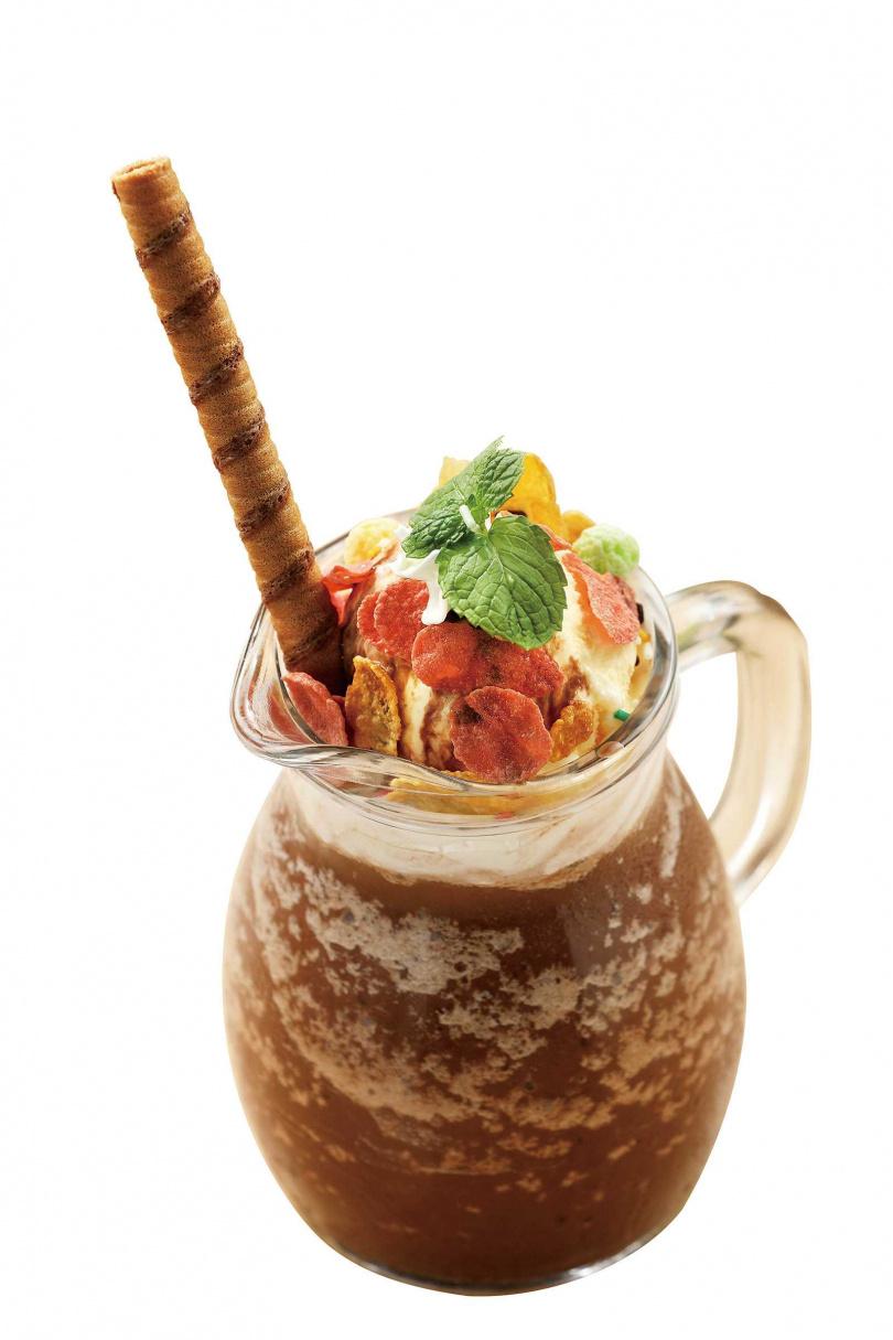 口感兼具香醇與清爽的「可可冰沙」,搭配玉米脆片及脆笛酥,更有食趣。(200元)(圖/于魯光攝)