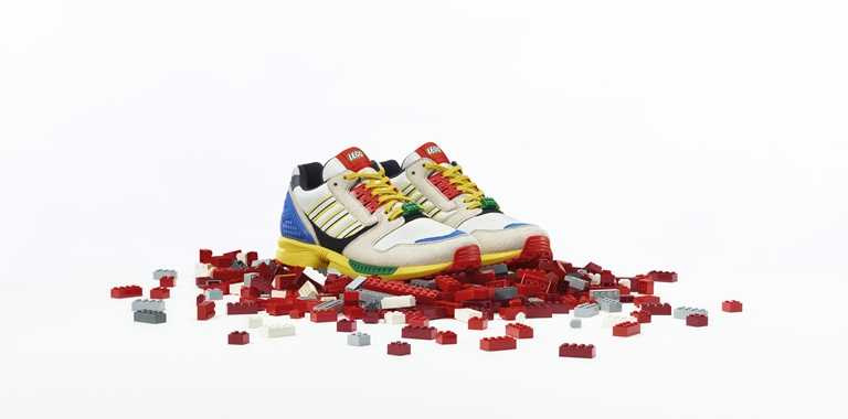 adidas Originals LEGO聯名款ZX8000男生鞋款 NT4,890。(圖/adidas Originals)