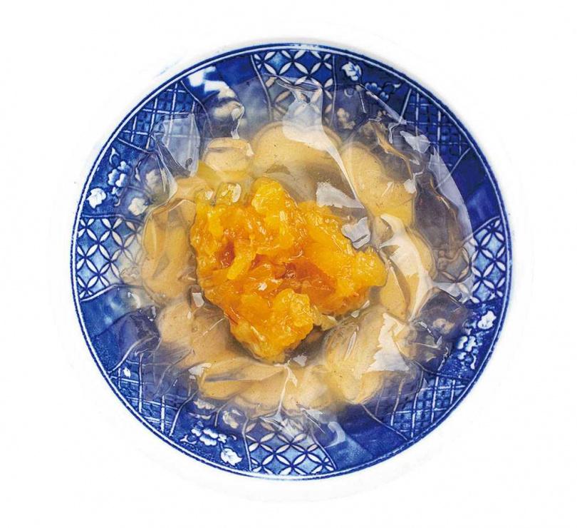 以自製果醬調配的「鳳梨燒愛玉」酸甜適中不膩口。(50元)(圖/林士傑攝)