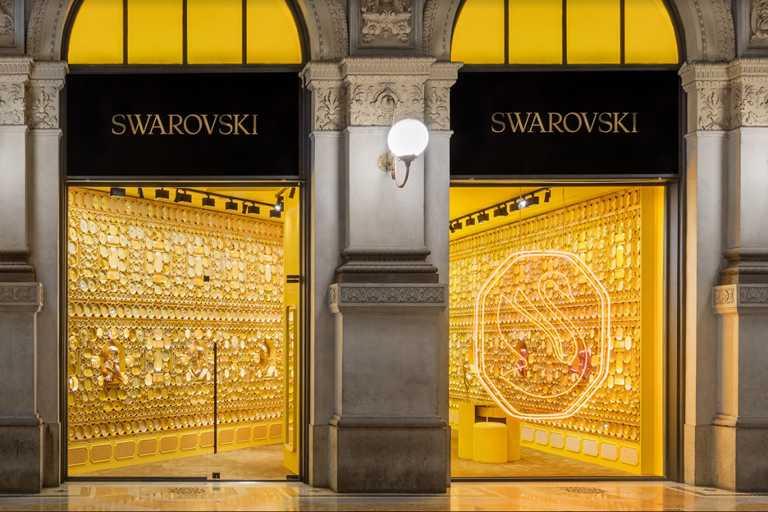 SWAROVSKI「Instant Wonder」專門店,米蘭艾曼紐二世迴廊店上空景。(圖╱SWAROVSKI提供)