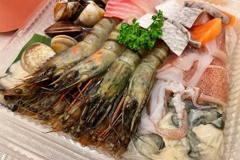 999海王套餐有多達11種海鮮可以享用。