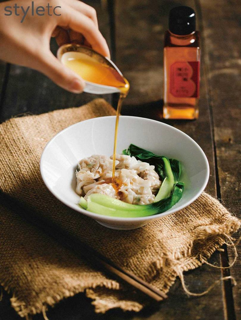 辣中帶麻的「小川椒辣油」適合用於紅油抄手、涼拌菜等料理。(280元/100ml)(圖/品牌提供)