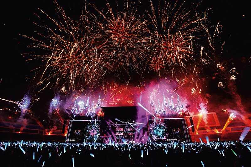 在台北市政府看演唱會和台北101煙火,是世界級的跨年活動,搖滾天團五月天今年也將在此開場演出。(圖/相信音樂提供)