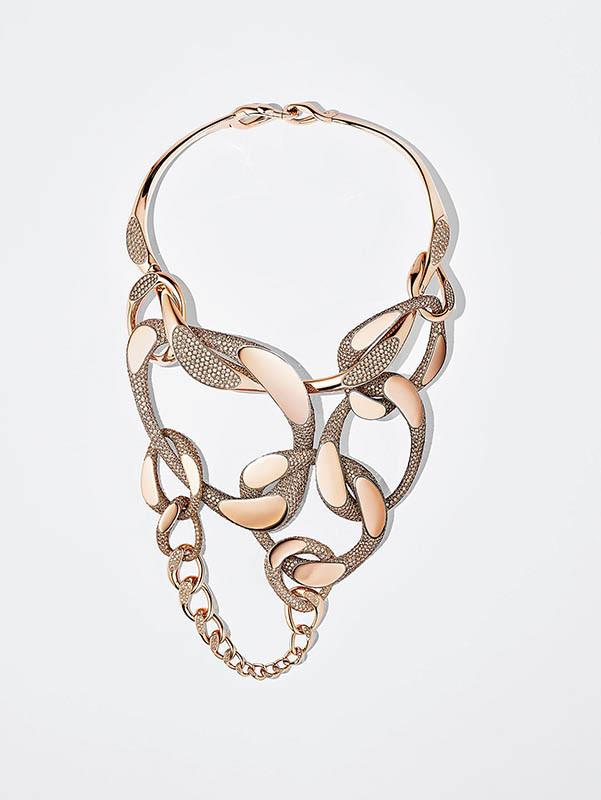 HermèsHermès Fusion緞面鈦與玫瑰金鑲褐鑽項鍊/21,582,900元(圖/品牌提供)
