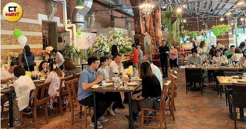 森林秘境餐廳中午提供300元的主餐及Semi-Buffet。(圖/官其蓁攝)