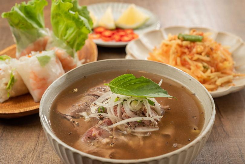 「半生半熟牛肉湯」可同時品嘗到兩種不同牛肉部位的口感。(148元)