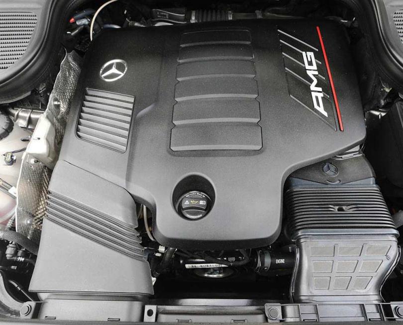 3.0的直六引擎採用電子渦輪增壓,加上48V輕油電馬達,讓2300公斤的車體開起來依舊輕盈。(圖/趙世勳攝)
