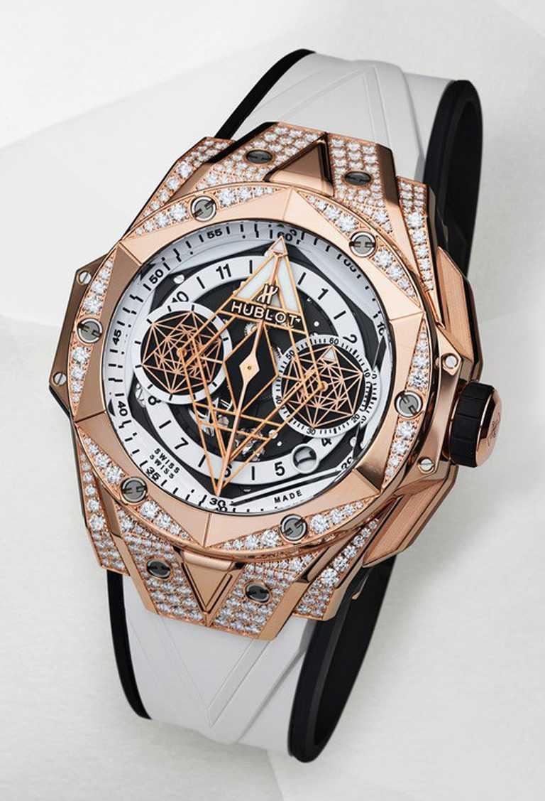 HUBLOT「Big Bang Sang Bleu II墨白計時碼錶」皇金滿鑽款╱45mm,緞面拋光皇金錶殼,鑽石220顆╱2,057,000元。(圖╱HUBLOT提供)