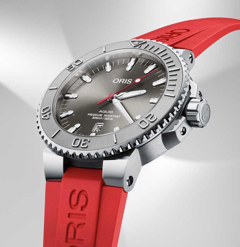 ORIS「Aquis Relief」日期潛水腕錶,不鏽鋼錶殼,43.5mm╱52,000元。(圖╱ORIS提供)