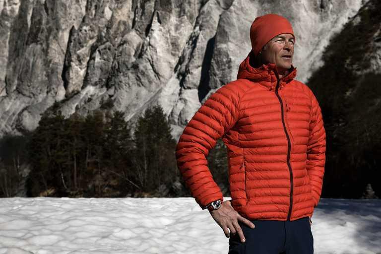 極境探險泳將Ernst Bromeis,與ORIS聯名推出「Aquis Relief」日期潛水錶,呼籲全世界共同珍視水資源。(圖╱ORIS提供)